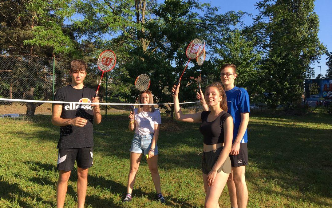 Turnir v badmintonu.